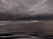 Schwermütiger bewölkter Strand Stockbilder
