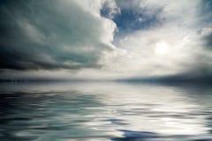 Schwermütiger Himmel lizenzfreies stockfoto