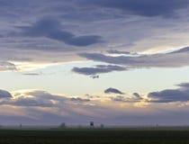 Schwermütiger Himmel an der Dämmerung über Nationalpark Lizenzfreies Stockfoto