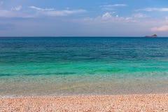 Schwermütiger Meerblick Schöner Meerblick mit Smaragdwasser des Meeres von Elba Island stockbilder