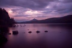 Schwermütiger Sonnenuntergang über Loch rannoch Lizenzfreie Stockfotos