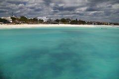 Schwermütiger Strand und Meer Lizenzfreie Stockfotografie