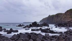 Schwermütiger Sturm bewegt Ozean-träumerischen Meerblick wellenartig stock video