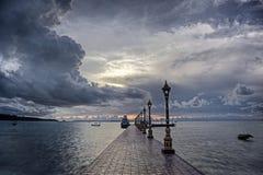 Schwermütiger Tag in dem Ozean stockfotografie