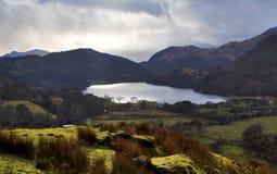 Schwermütiges Snowdonia, das Llyn Gwynant umgibt lizenzfreie stockbilder