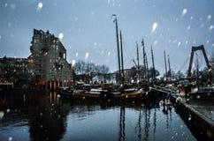 Schwermütiges Stadtbild in Rotterdam, die Niederlande lizenzfreie stockfotos