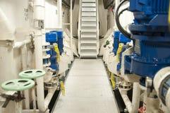 Schwermaschinen-Raum - Rohre, Ventile, Maschinen Stockbilder
