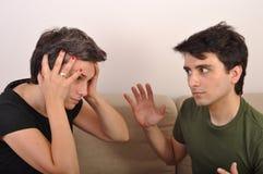 Schwester- und Bruderargumentierung Stockbild