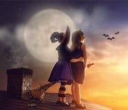 Schwestern auf Halloween Lizenzfreie Stockfotografie