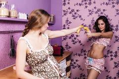Schwestern, die Spaß haben Lizenzfreies Stockfoto
