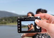 Schwestern durch den See Lizenzfreies Stockfoto