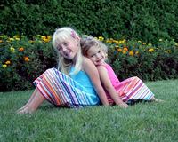Schwestern im Sonnenschein Stockfoto