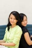 Schwestern und Freundschaft lizenzfreies stockfoto