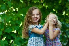 Schwesterspielen Stockbilder