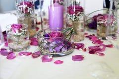 Schwieriges Blumenanordnungsmittelstück Stockfoto
