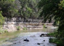 Schwimmen auf den Fluss Stockfotos