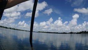 Schwimmen auf den See stock video