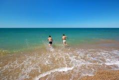 Schwimmen im Meer Lizenzfreies Stockfoto