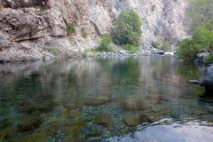 Schwimmen-Loch auf Smith River lizenzfreies stockfoto