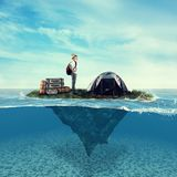 Schwimmen in Ozean stockfoto