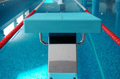 Schwimmender Anfang lizenzfreie stockbilder