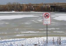 Schwimmendes verbotenes Zeichen Stockbilder