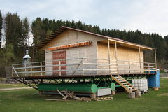 Schwimmenhaus während der Trockenzeit Lizenzfreie Stockbilder