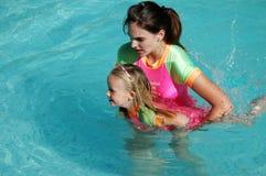 Schwimmenlektion Stockbild