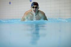 Schwimmer, der Basisrecheneinheits-Anschlag tut Lizenzfreies Stockfoto