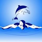 Schwimmer und Delphin stockfotos