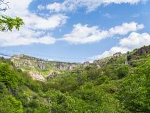Schwingbrücke Khndzoresk und altes Höhlen-Dorf, Armenien 23 stockfoto