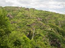 Schwingbrücke Khndzoresk und altes Höhlen-Dorf, Armenien 31 stockfoto