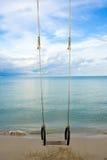 Schwingen auf dem Strand Lizenzfreie Stockbilder