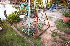 Schwingen im Kinderpark Lizenzfreie Stockfotos