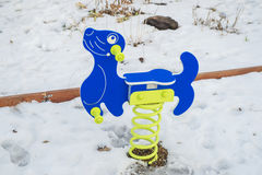 Schwingen in Kind-` s Spielplatz Lizenzfreies Stockfoto