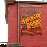 Schwingtür-Saal-Stange und Resturant, im Stadtzentrum gelegenes Nashville Tennessee stockbilder
