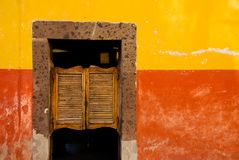 Schwingtavernetüren, Mexiko. Stockfotografie