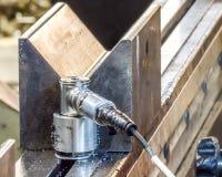 Schwingungssensor bedeckt in den magnetischen Stahlschnitzeln Lizenzfreie Stockbilder