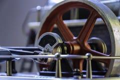Schwungrad einer Dampfmaschine lizenzfreie stockfotos