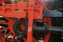 Schwungrad von einer alten Dampflokomotive stockbild