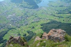Schwytz stad och sjö i dalen Royaltyfria Bilder