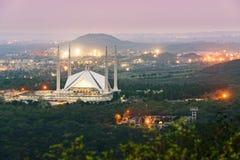 Scià Faisal Mosque Islamabad di scena di notte Fotografia Stock Libera da Diritti