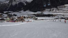 Sci alpino, colpo stabilizzato di POV stock footage