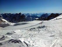 Sci di Zugspitze e area di snowboard in alpi all'inverno, Germania Immagini Stock