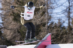 Sci FIS Junior World Chanpionship, atleta di stile libero nello slopestyle Fotografia Stock