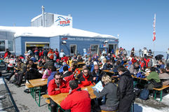 Sci tourists drinking and eating at the restaurant Royalty Free Stock Photography