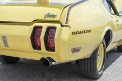 Sciabola classica di Oldsmobile ad una manifestazione di automobile in Prattville, Alabama immagine stock