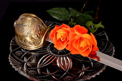 Sciabola e rose Fotografia Stock