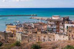 SCIACCA, ITALIA - 18 de octubre de 2009: vista panorámica de la costa costa i Imagenes de archivo