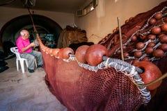 SCIACCA ITALIEN - Oktober 18, 2009: Fiskare i Sciacca, Italien Royaltyfri Foto